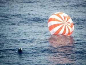 SpaceX Dragon Spacecraft Ocean Landing