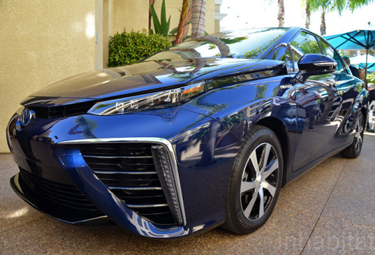 Toyota Rebirth Reflected in Handmade Futuristic Mirai FCV