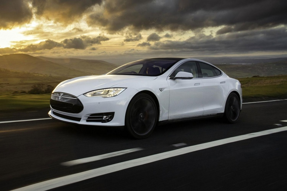 Tesla to Roll Out Autopilot in Version 7.0